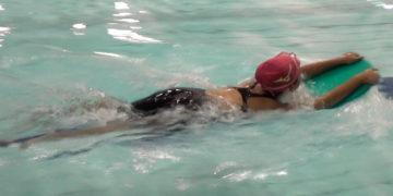 子供の平泳ぎ キックの教え方・泳ぎ方