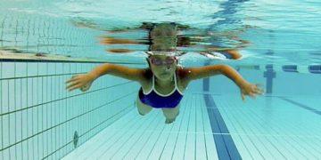 子供の平泳ぎ ストロークの教え方・泳ぎ方